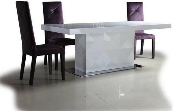 table-laquée-blanche-et-trois-chaises