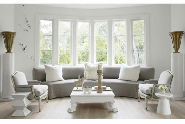 table-laquée-blanche-et-un-intérieur-joli