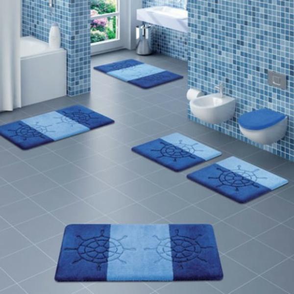 tapis-de-bain-originaux-bleus-avec-un-motif-marin