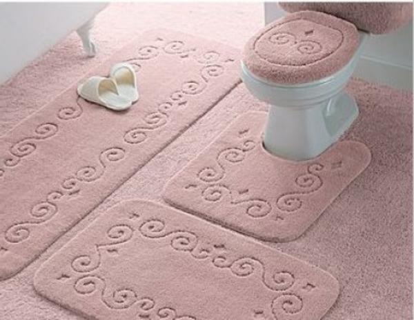 tapis-de-bain-originaux-en-rose-pâle
