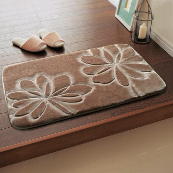 tapis-de-bain-originaux-tapisbeige-avec-fleurs