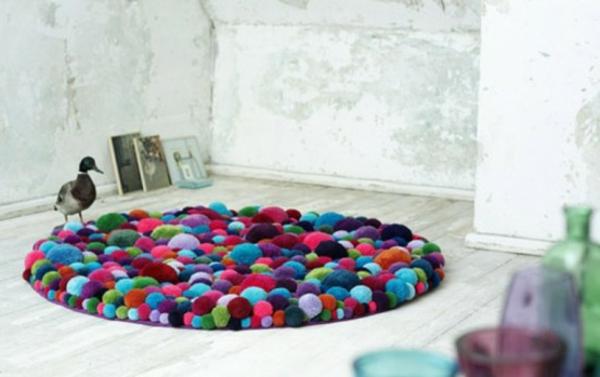 tapis-rond-shaggy-multicolore-laine-pompons