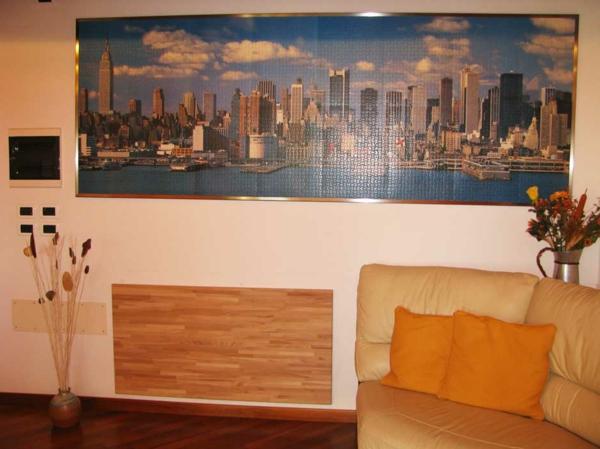 table-murale-rabattable-pliée-dans-un-hall-avec-un-panneau-de-New-York