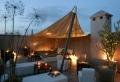 La terrasse sur toit devient un joli refuge du séjour dans les cités