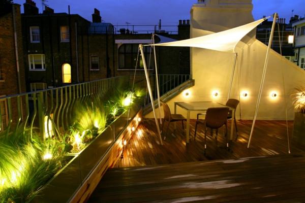 terrasse-sur-toit-cachée-parmi-les-bâtiments-voisins