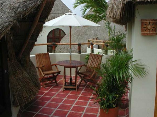 terrasse-sur-toit-carrelage-rouge-et-toits-de-cabane