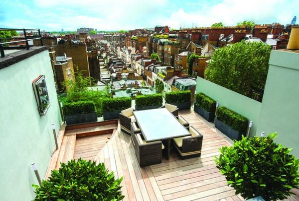 une terrasse sur toit très belle, avec des murs en vert pâle, une