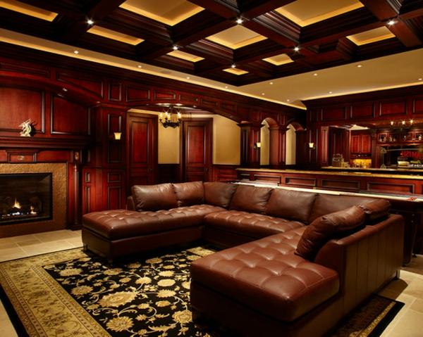 canapé-de-cuir-vintage-dans-un-vaste-hall-luxueux