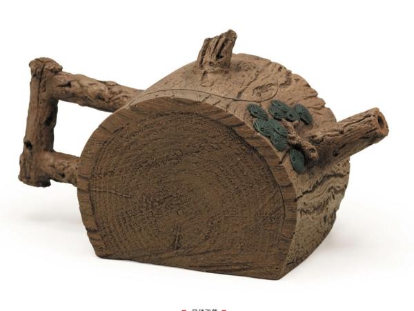 une-théière-originelle-de-bois