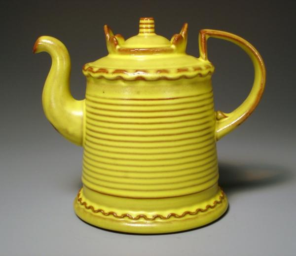 une-théière-originelle-jaune