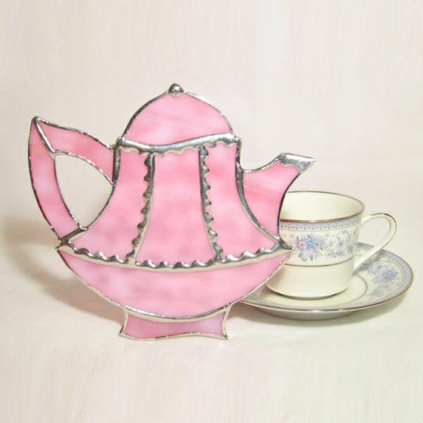 une-théière-originelle-rose-et-fine