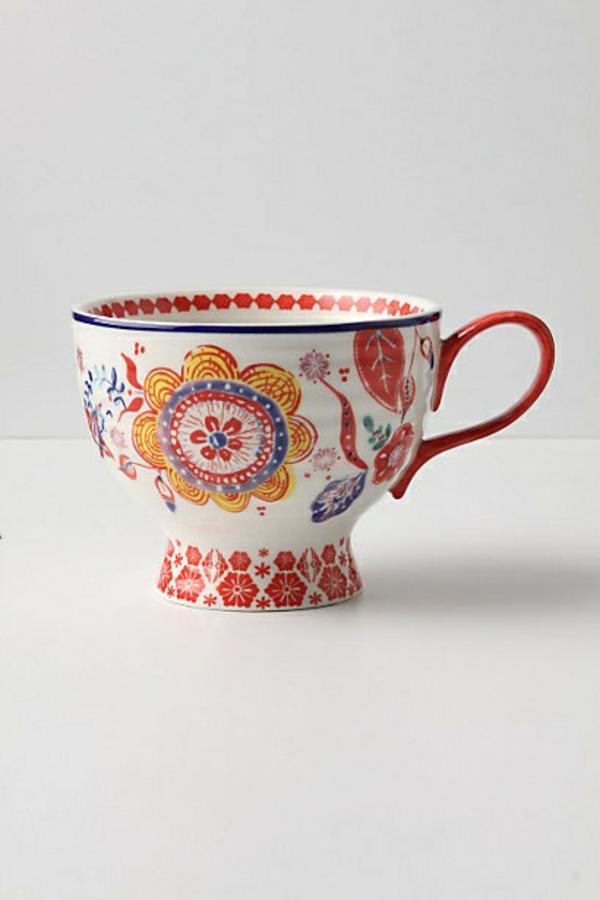 le-tasses-à-café-design-une-tasse-avec-des-peintures