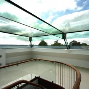 Une verrière de toit apportera la lumière à votre maison!