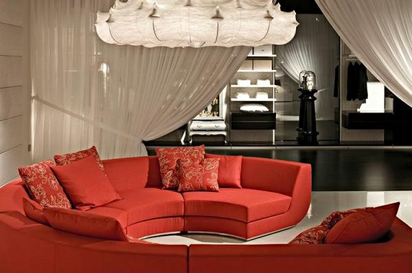 voilage-organza-blanc-et-des-meubles-rouges