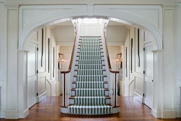 élégant-tapis-d'escalier