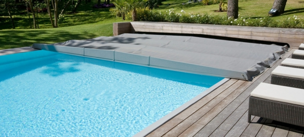 best prima couverture piscine ideas. Black Bedroom Furniture Sets. Home Design Ideas