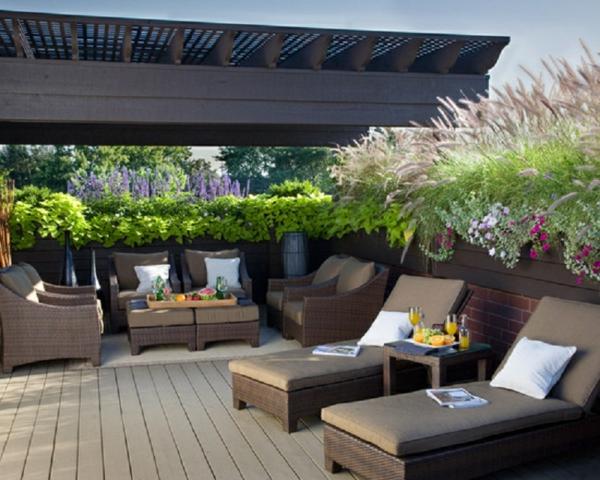 am nager son balcon comme un coin de repos avec jardin. Black Bedroom Furniture Sets. Home Design Ideas