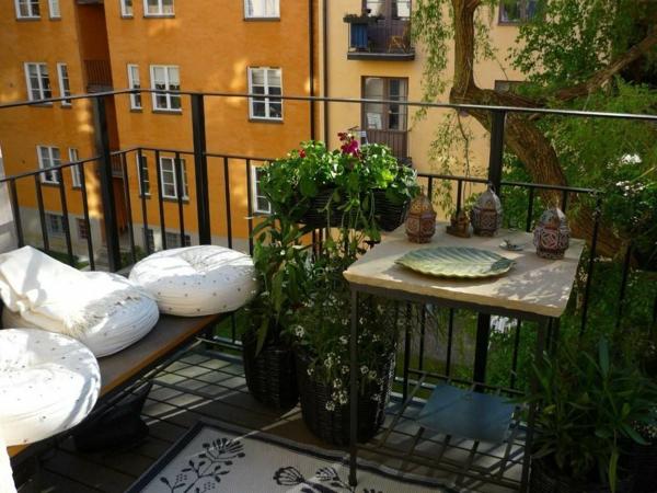 aménager-son-balcon-un-petit-balcon-sympathique