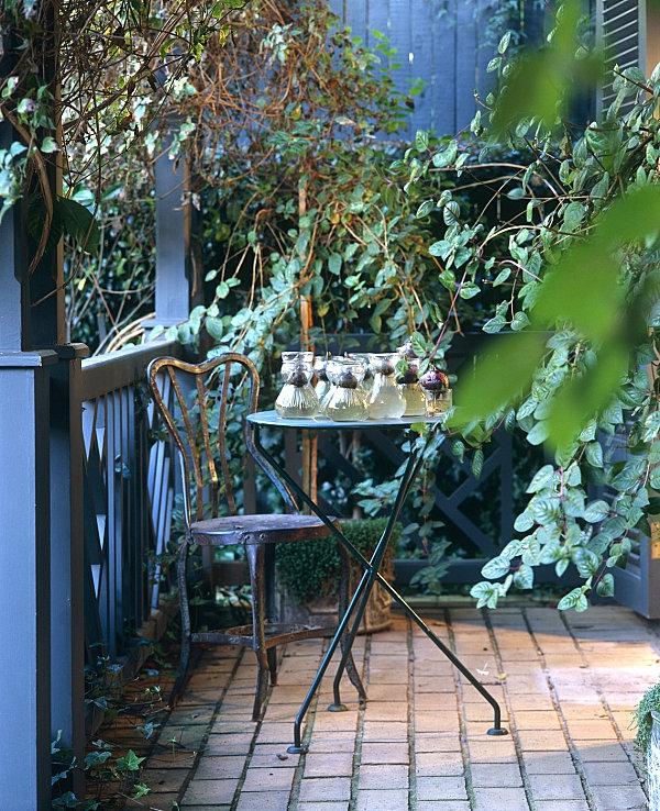 aménager-son-balcon-meubles-en-acier