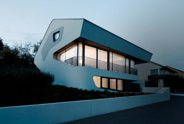 architecture-futuriste-une-maison-de-design-futuriste