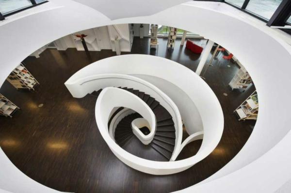 architecture-futuriste-escalier