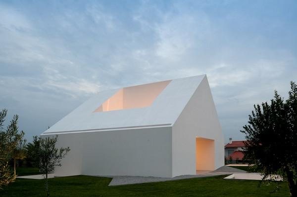 architecture-miinimaliste-maison-a-Leiria-Portugal-par-Aire-Mateus