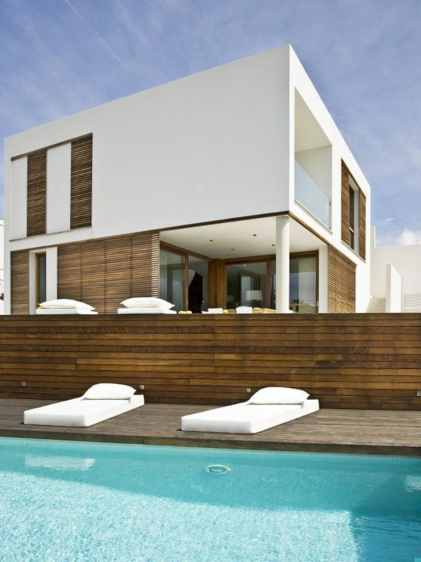 architecture-minimaliste-exemple-piscine-bords-en-bois