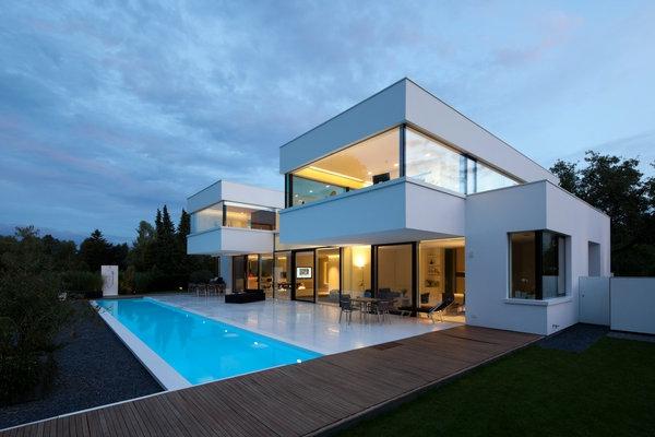 architecture-minimaliste-maison-en-Baviere-aux-lignes-sobres-et-tours-cubiques-inspiree-par-les-principes-du-Bauhaus