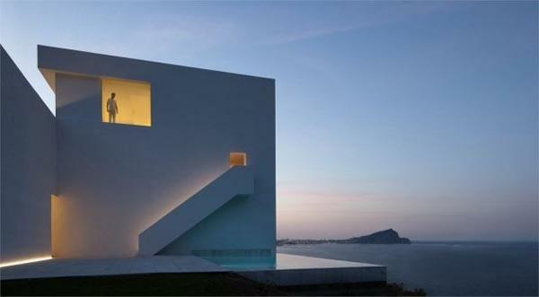 architecture-minimaliste-maison-en-espagne-par-fran-silvestre-arquitectos
