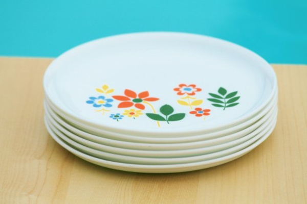 assiette-arcopal-fleurs-annees-70