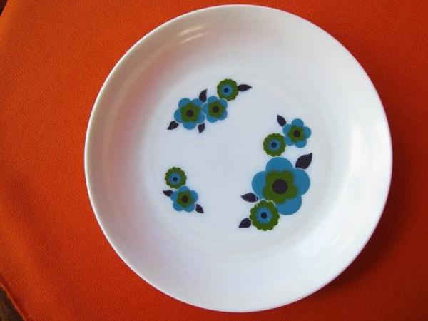 assiette-arcopal-fleurs-bleues