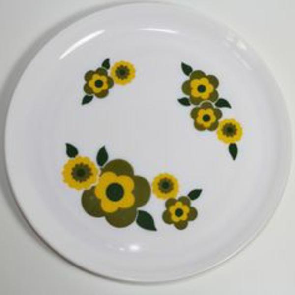 assiette-arcopal-fleurs-jaunes