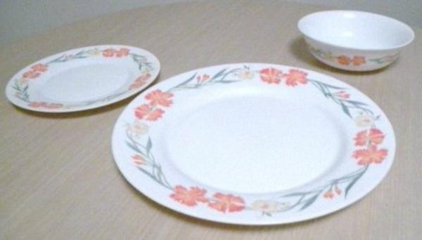 assiette-arcopal-fleurs-trois