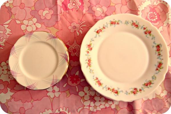 assiette-arcopal-vinatge-nappe