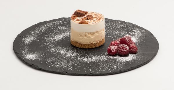 assiette-ardoise-et-un-joli-cake