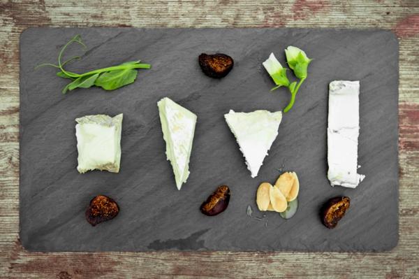 assiette-ardoise-du-fromage-et-des-figues