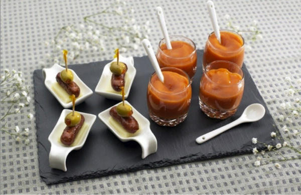 assiette-ardoise-et-des-petits-repas-intéressants
