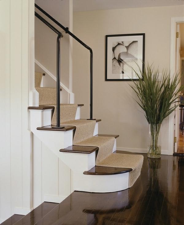 beige-tapis-d'escalier