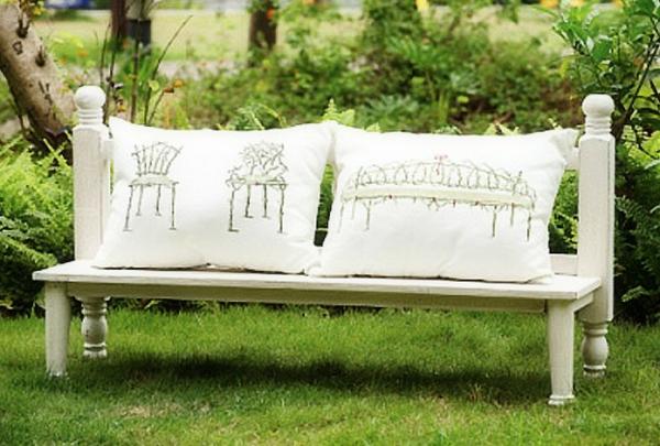 blanc-coussin-de-chaise-pour-le-jardin