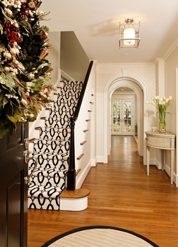 blanc-et-noir-tapis-d'escalier