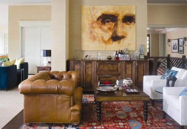 canapé-chesterfield-dans-une-chambre-avec-un-portrait