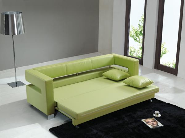 canapé-lit-design-en-vert-et-un-tapis-noir