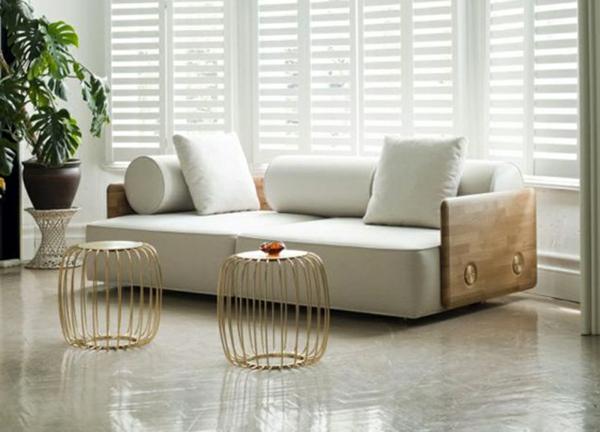 canapé-lit-design-et-deux-petites-tables-originelles