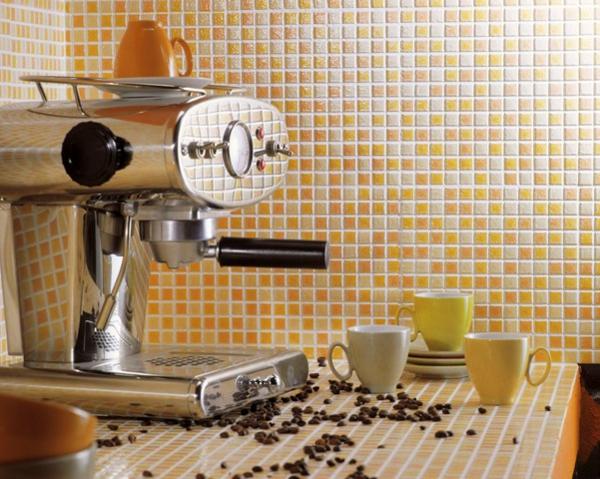 carrelage-mural-de-cuisine-petites-tuiles-jaunes
