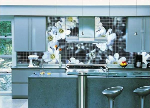 carrelage-mural-de-cuisine-aux-motifs-florales