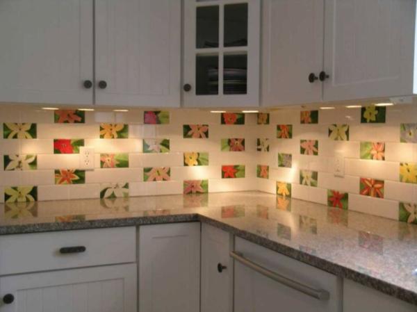 carrelage-mural-de-cuisine-des-fleurs