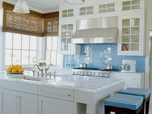 Choisir un carrelage mural de cuisine pour une ambiance for Paraschizzi cucina plexiglass