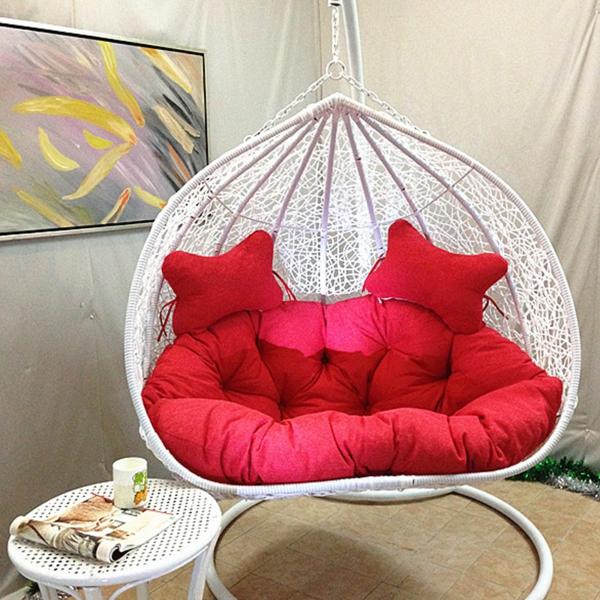 chaise-suspendue-en-rotin-blanc