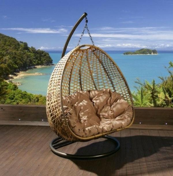 chaise-suspendue-moderne-en-rotin-avec-un-cadre-en-acier
