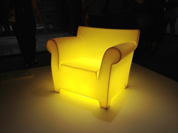 chaises-contemporaines-la-chaise-néon